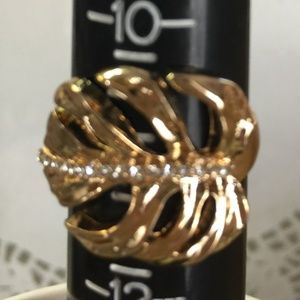 GOLD TONE PALM LEAF RING!